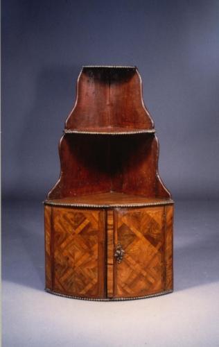 antiquit ten am alten hof m nchen m bel aus 3 jahrhunderten. Black Bedroom Furniture Sets. Home Design Ideas